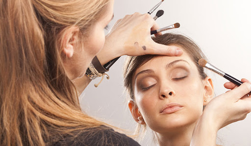 آموزش آرایش و پیرایش ، آموزشگاه آرایش و پیرایش افراشته ، آموزش گریم و میکاپ در آرایشگری زنانه